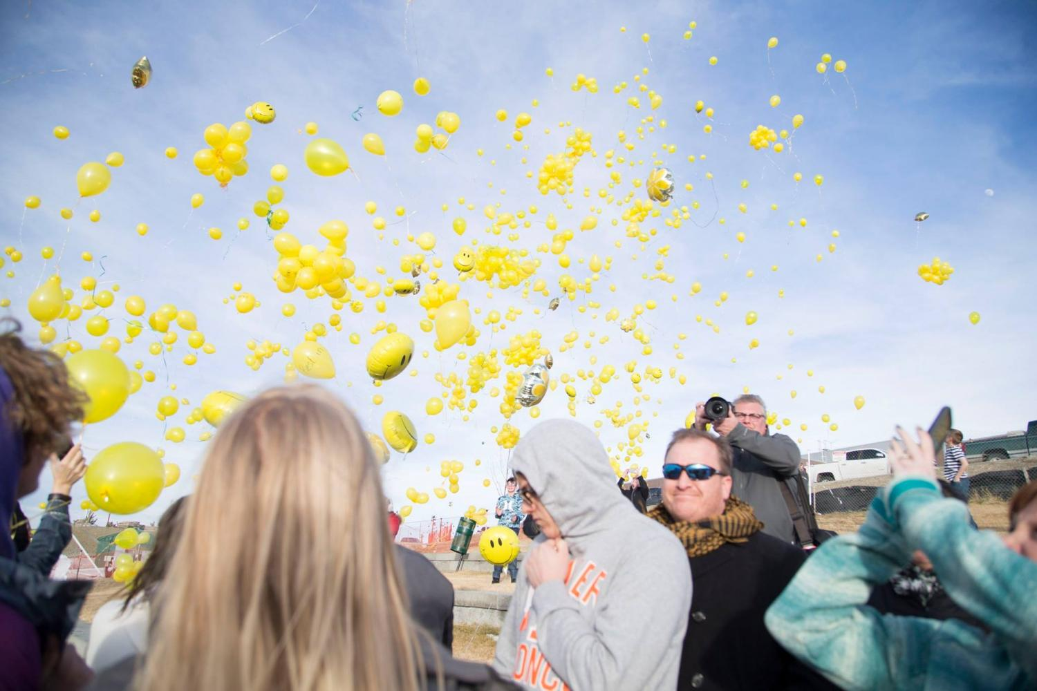 Balloons+are+released+in+the+air+to+honor+Aurora+Rohrer%2C+a+KW+student+who+was+killed+in+a+car+accident+in+February.++Kelly+Walsh+felt+the+loss+deeply+and+pulled+together+to+get+everyone+through+it.